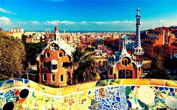 parque-guell-gaudi-arquitectura-moderna-barcelona