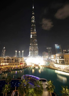 edificio Burj Khalifa de noche