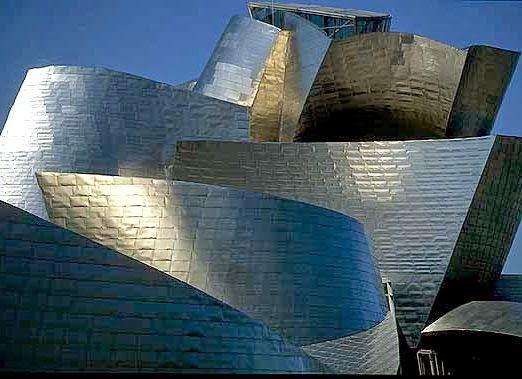 Museo-Guggenheim-arquitectura-y-color-titanio