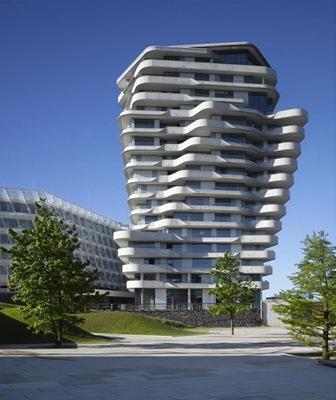Edificio moderno torre marco polo hamburgo behnisch for Departamentos arquitectura moderna