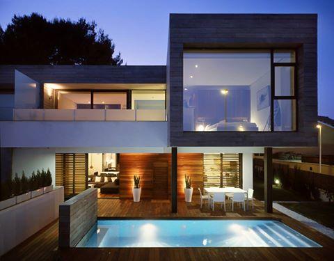 6 casas adosadas con fachada minimalista for Departamentos arquitectura moderna