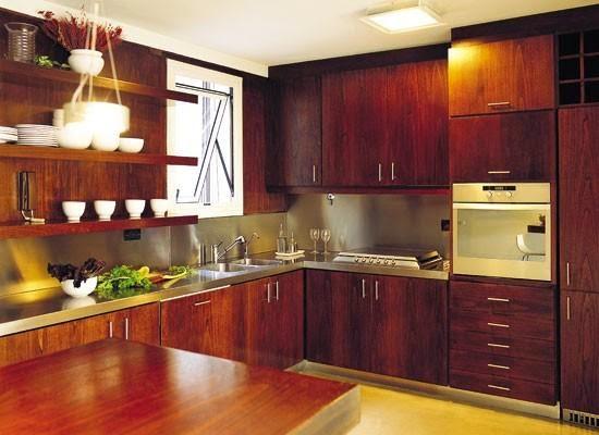 10 consejos b sicos para dise ar cocinas con madera - Cocinas color nogal ...