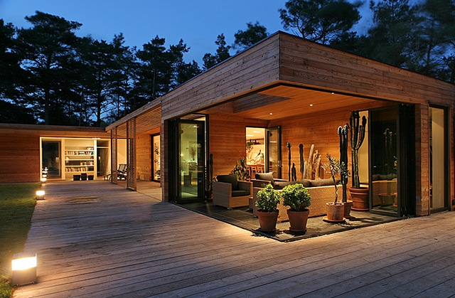 Moderna casa de madera arquitecto johan sundberg suecia for Casa de arquitecto moderno