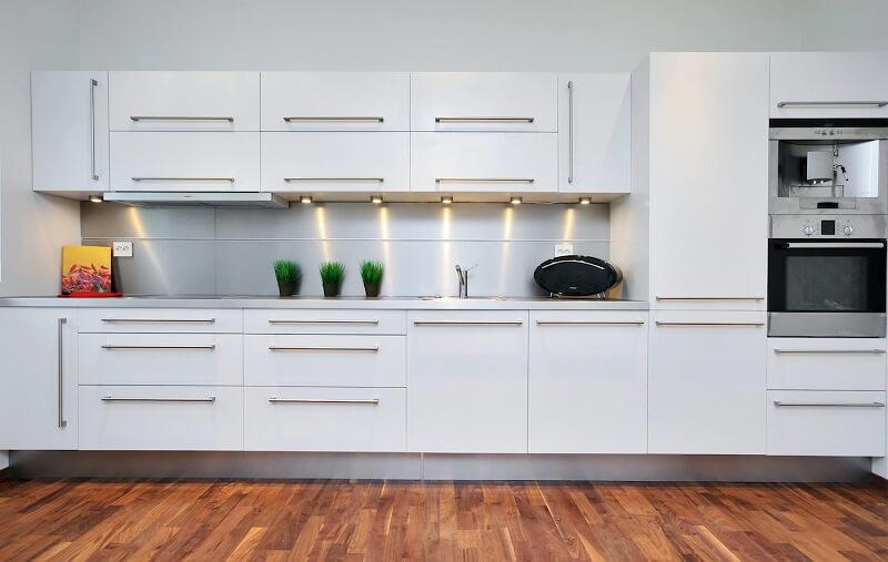 15 Cocinas modernas blancas minimalistas ⭐ - Diseño Vip