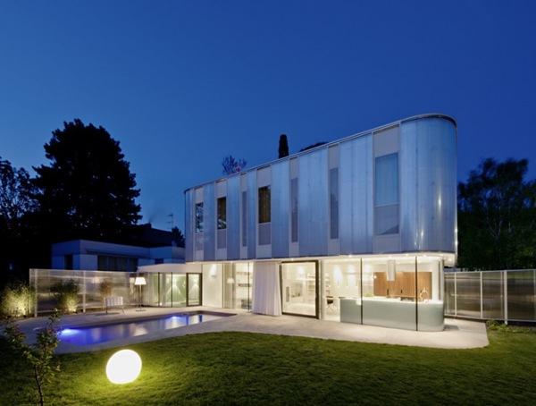 Moderna casa en rodaun arquitectos carmel austria for Casa moderna blanca