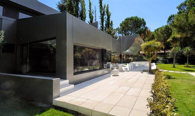 casa-fachada-negra-madrid