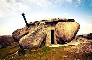 Casa-de-Piedra-Guimarães-Portugal