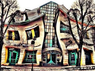 La-Casa-Torcida-The-Crooked House-Sopot-Polonia