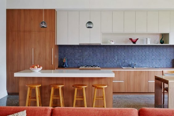 Fachada inclinada casa thornbury por mesh design for Fachadas de cocinas