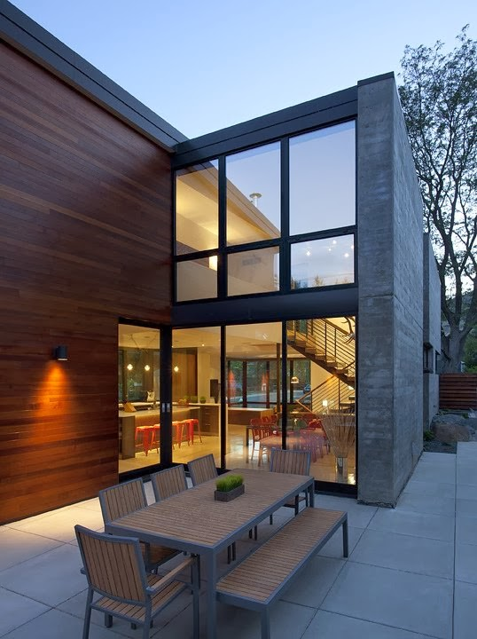 casa-muro-hormigon-y-madera