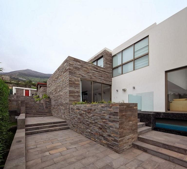 Casa con fachada moderna en la colina jose orrego en for Casas con piedras en la fachada