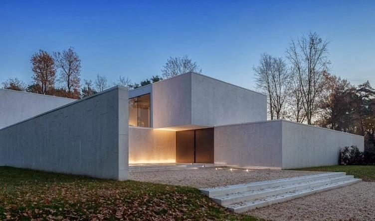 Arquitectura minimalista casa dm por cubyc architects for Arquitectura moderna minimalista
