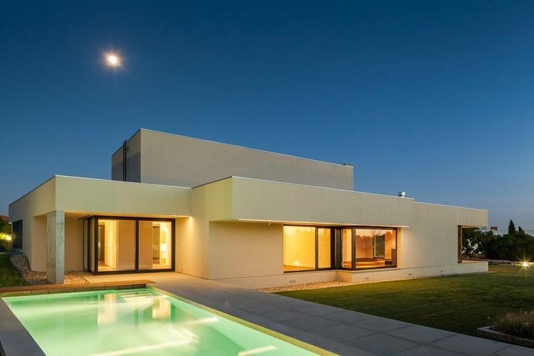 Casa belas dise o minimalista est dio urbano arquitectos for Arquitectura moderna minimalista