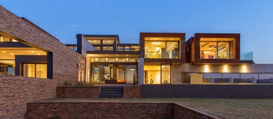 casa-moderna-paredes-de-piedra-revestidas