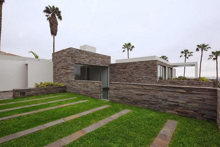 Casa con fachada moderna en la colina jose orrego en for Casa moderna udine 2014