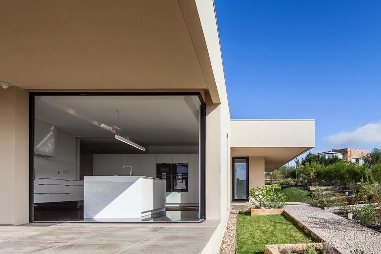 Casa belas dise o minimalista est dio urbano arquitectos for Casa moderna 80m2