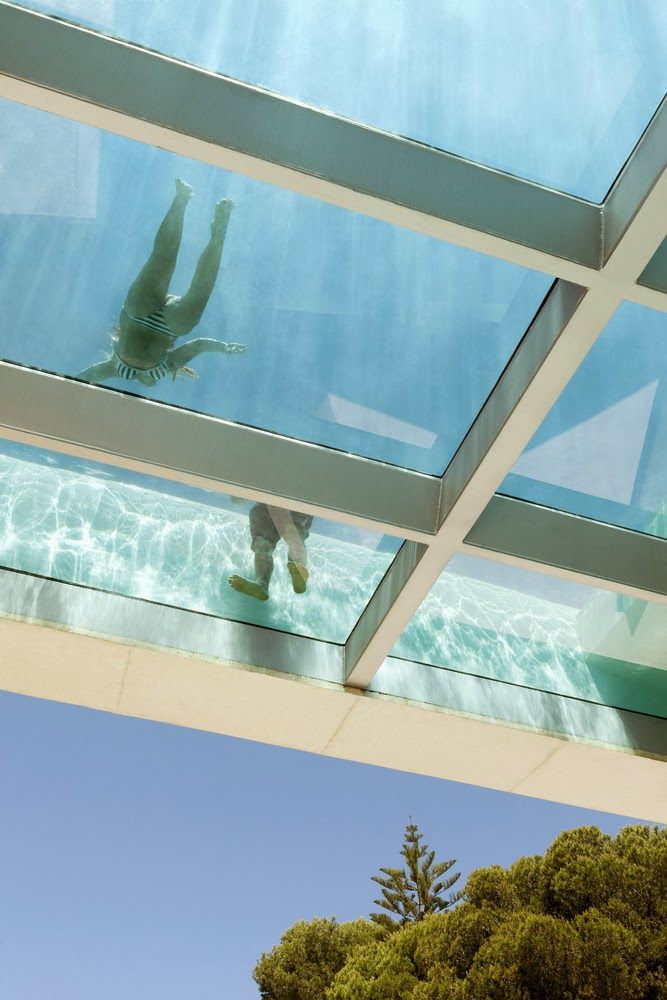 piscina-de-lujo-suelos-de-cristal
