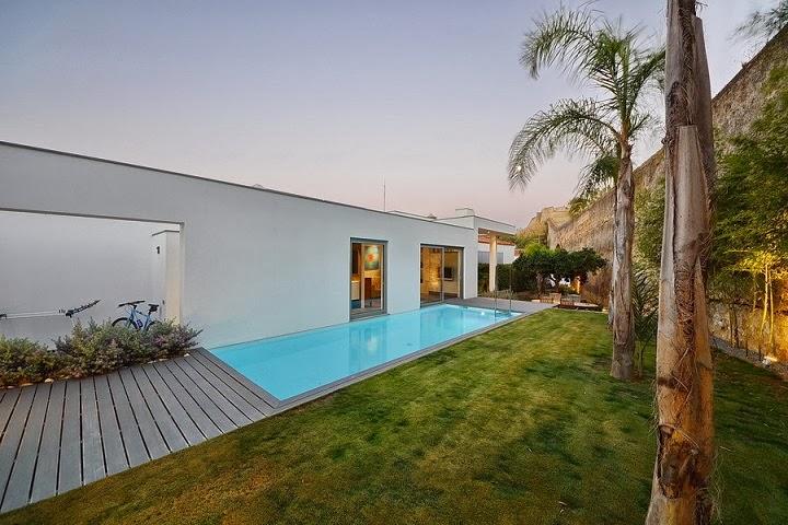 Casa yard con vistas a la costa de portugal mario for Casa minimalista con alberca