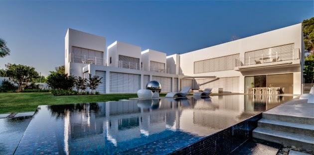 Casa cubos arquitectura minimalista nestor sandbank for Arquitectura minimalista casas