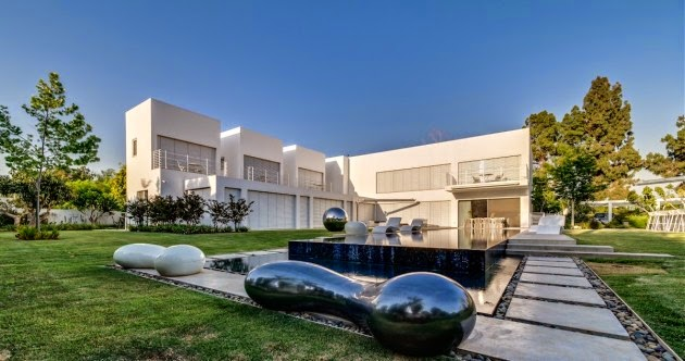 The Cubes House / Nestor Sandbank