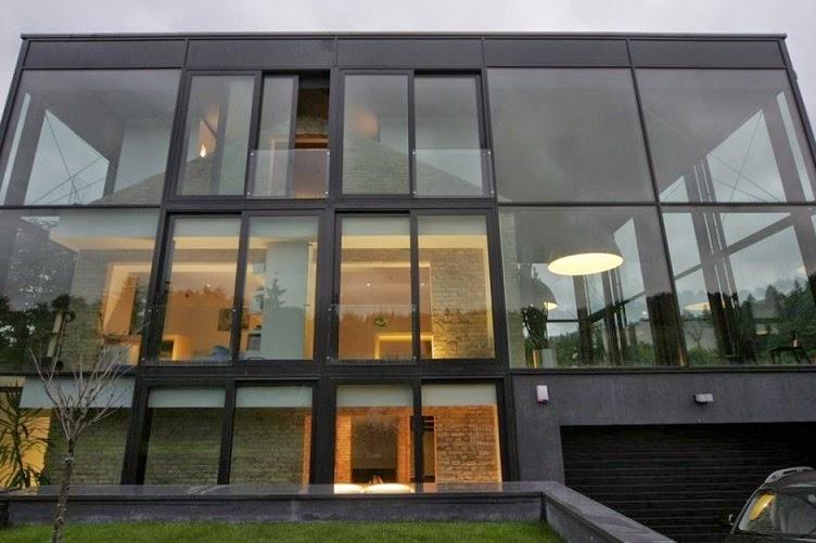 Fachada de cristal por architectural bureau g natkevicius for Casas de diseno de famosos