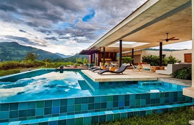 casa-piscina-azulejos-pintados