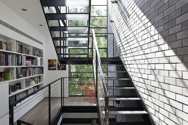 escaleras-casa-Pitsou-Kedem-Architects