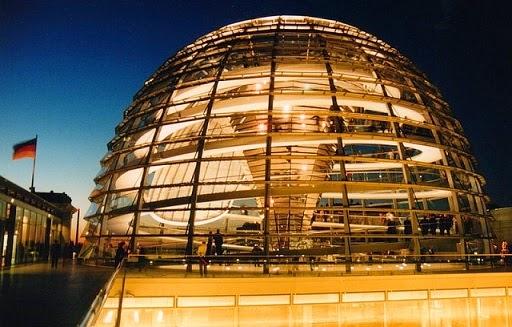 Cupula-del-reichstag-Berlín-arquitecto-norman-foster-arquitectos contemporaneos