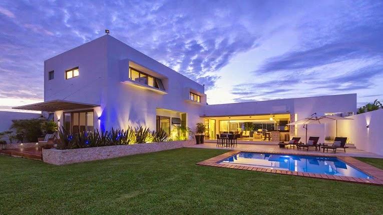 Casa minimalista dise o moderno de l neas puras arquitexs for Arquitectura moderna minimalista