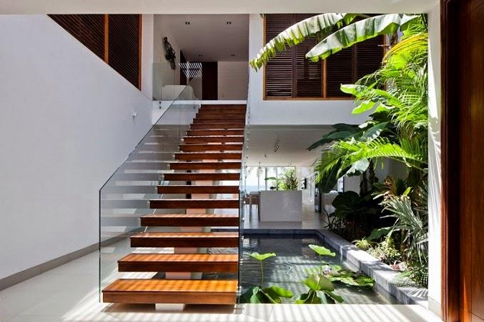 escaleras-sobre-estanque