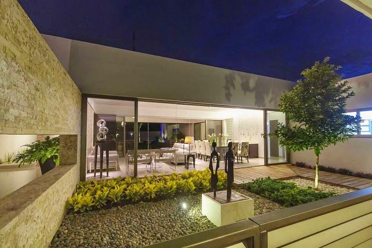 Casa minimalista dise o moderno de l neas puras arquitexs - Jardines interiores en casas modernas ...