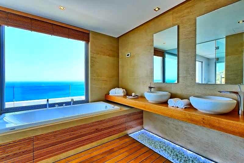 Baños Con Vista Al Mar:Casa de playa en Isla Creta con vistas al mar Egeo