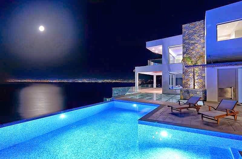 Casa de playa en isla creta con vistas al mar egeo arquitexs for Casas de lujo con jardin y piscina