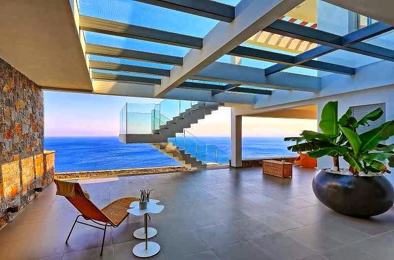 Casa de playa en isla creta con vistas al mar egeo arquitexs for Casas en alquiler en la playa con piscina