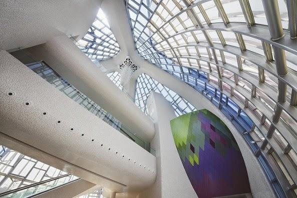 arquitectura-high-tech-Edificio-Lotus-y-el-parque-Popular-china