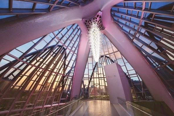 interior-Edificio-Lotus-y-el-parque-Popular-china
