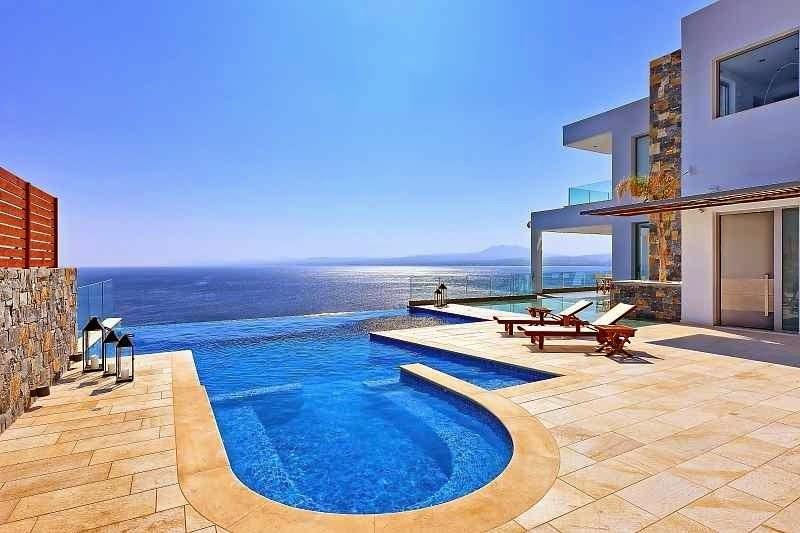 Casa de playa en isla creta con vistas al mar egeo arquitexs for Apartamentos con piscina y playa
