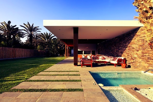 patio-piscina-casa-moderna