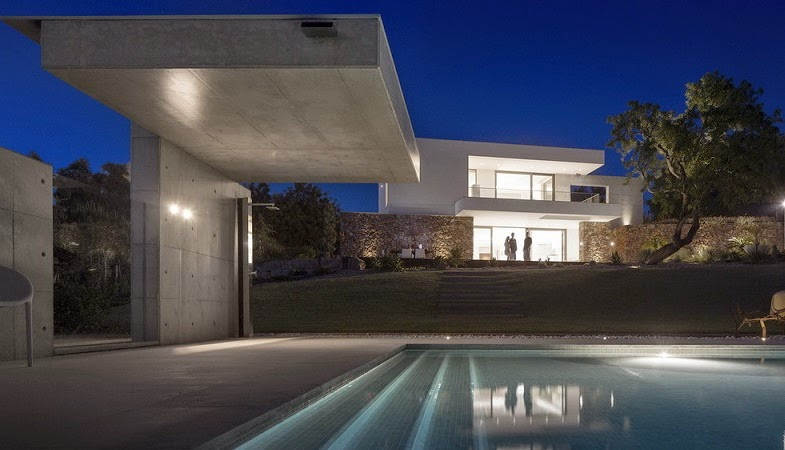 casa-hormigon-visto-piscina