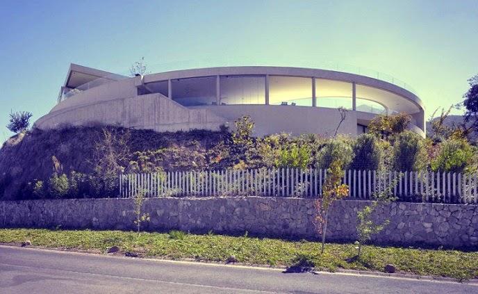 Casa moderna en Vitacura / Izquierdo Lehmann