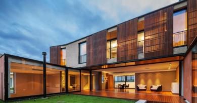 fachada-madera-y-hormigon-casa-moderna