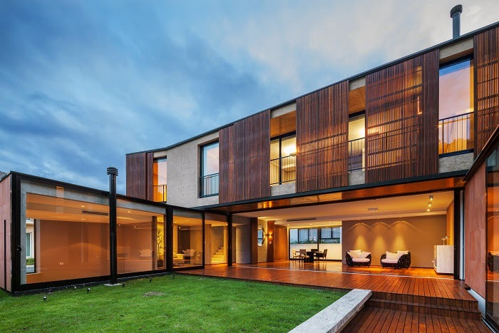 Casa nsn biselli katchborian arquitetos curitiba brasil for Casas de madera modernas