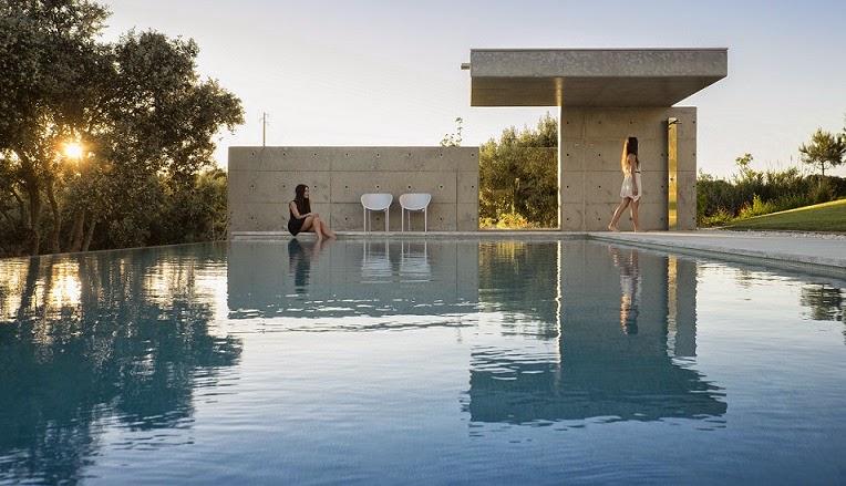 Casa da malaca con espectaculares vistas mario martins for Piscinas espectaculares