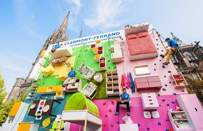 creativo Showroom Ikea de escala vertical