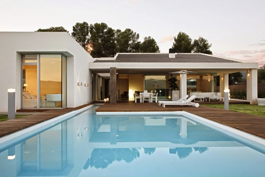 Casa gora estilo minimalista vic projects espa a for Casa estilo nordico minimalista