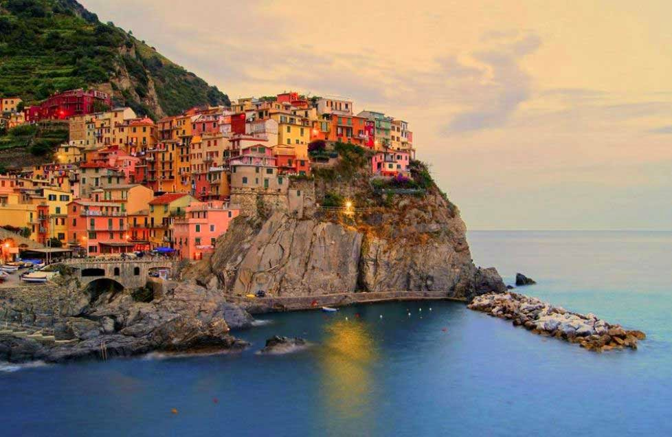 arquitectura-casas-Manarolae-La-Spezia-Italia-nombres de pueblos para cuentos