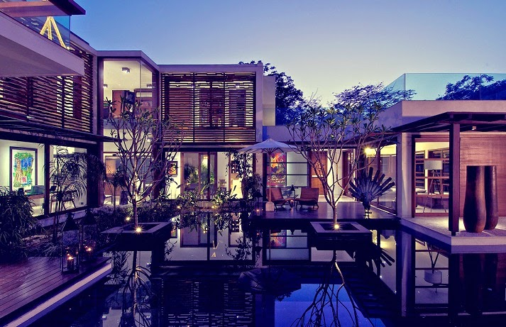 Courtyard House / Hiren Patel Architects, India