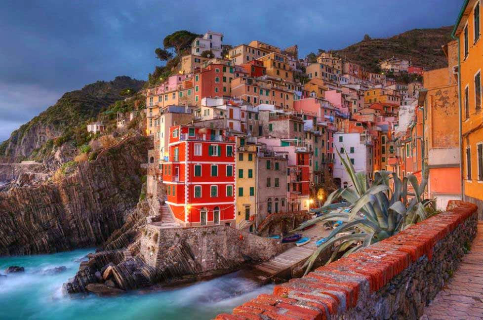 arquitectura-Riomaggiore-La-Spezia-Italia-nombres de pueblos para cuentos