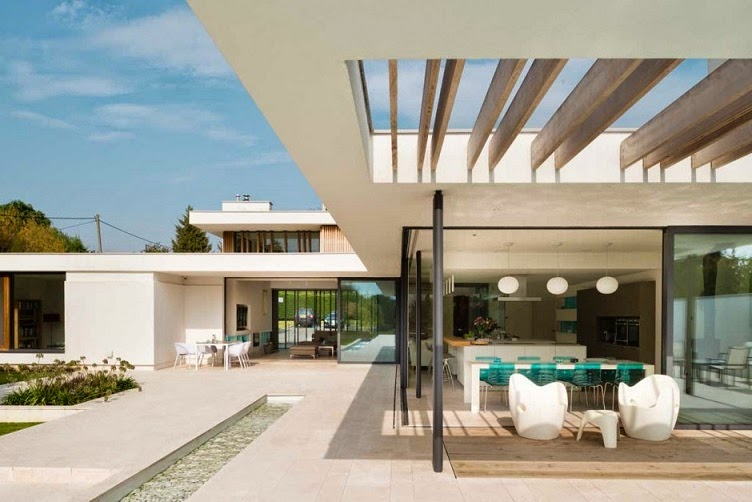 Minimalista y sostenible la casa del r o por selencky for Techumbres modernas