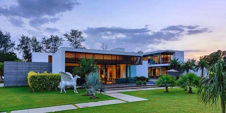 Moderna villa center court dada partners nueva delhi - Patios de casas modernas ...